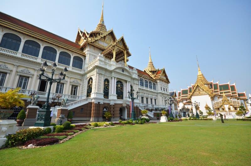 Hall de prassat de Chakri Maha de visite de voyageurs dans le palais de glande du coup image stock