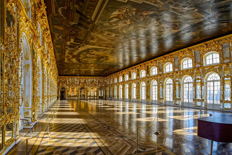 Hall de salle de bal du palais de Catherine dans Tsarskoe Selo (Pushkin), St photos stock