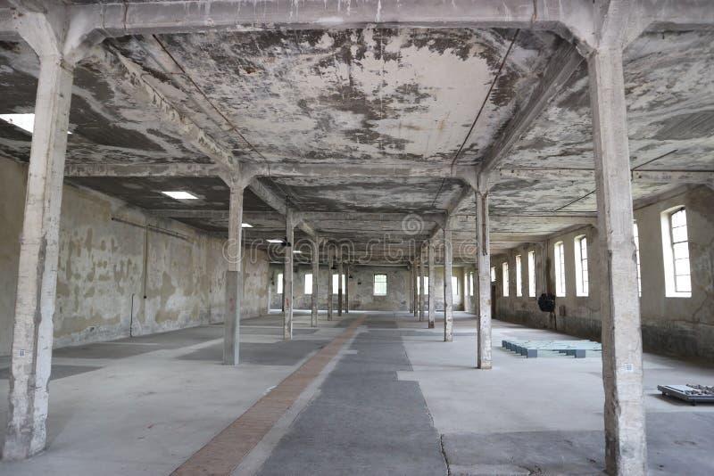 Hall de sommeil de prisonnier dans le camp de concentration d'Osthofen image libre de droits