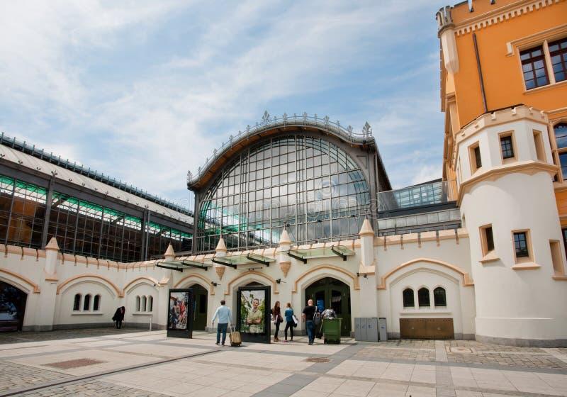 Hall de Wroc ? la gare ferroviaire d'aw établie en 1857 attend des voyageurs image stock