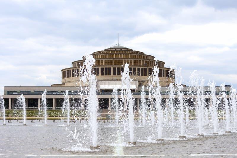 Hall et fontaine centennaux de multimédia, Wroclaw, Pologne image libre de droits