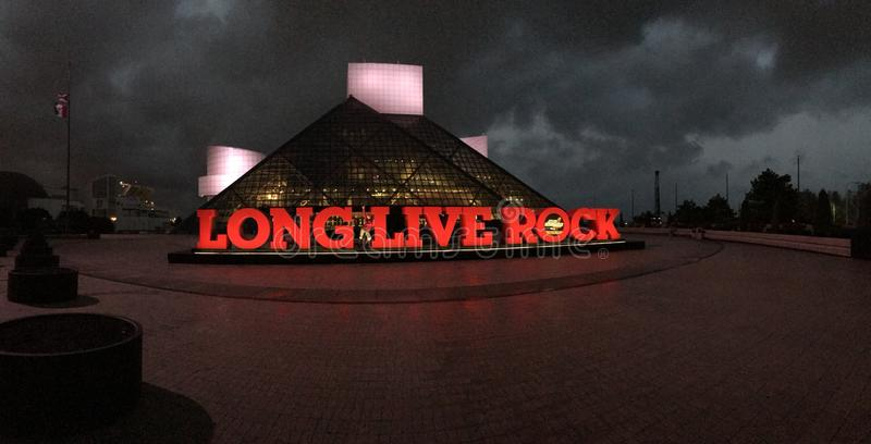 Hall of fame della roccia alla notte immagine stock libera da diritti