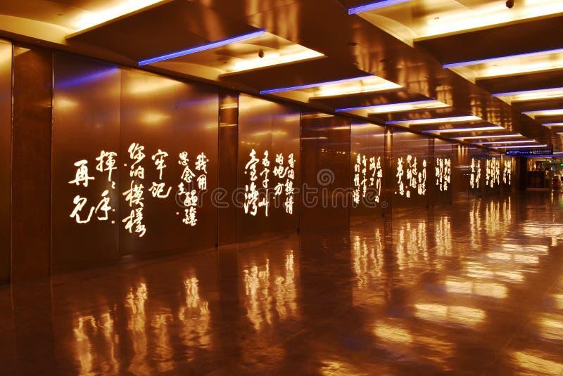 Hall i slutlig byggnad på överkant störst och bästa flygplats för tio Taoyuan för internationell flygplats i t royaltyfria bilder