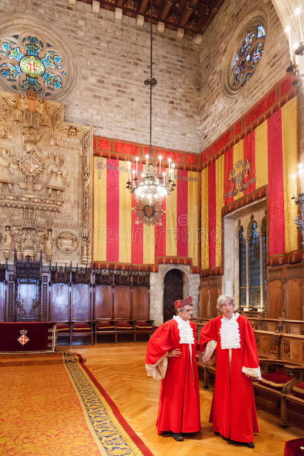 Hall im Rathaus in Barcelona stockfotos