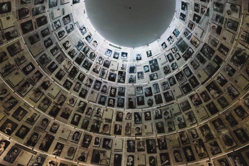 Hall imiona w Yad Vashem holokausta Pamiątkowym miejscu w Jerozolima, Izrael, pamięta niektóre 6 milion żyd zdjęcie stock