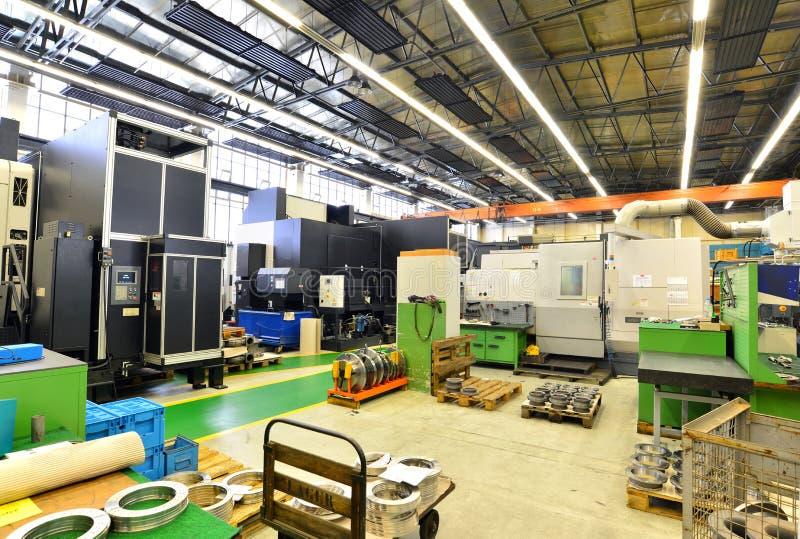 Hall industriel avec les machines et l'équipement image libre de droits