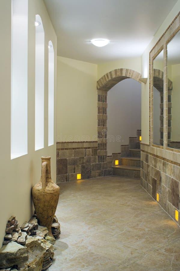 Hall-Innenraum mit Treppenhaus stockbilder
