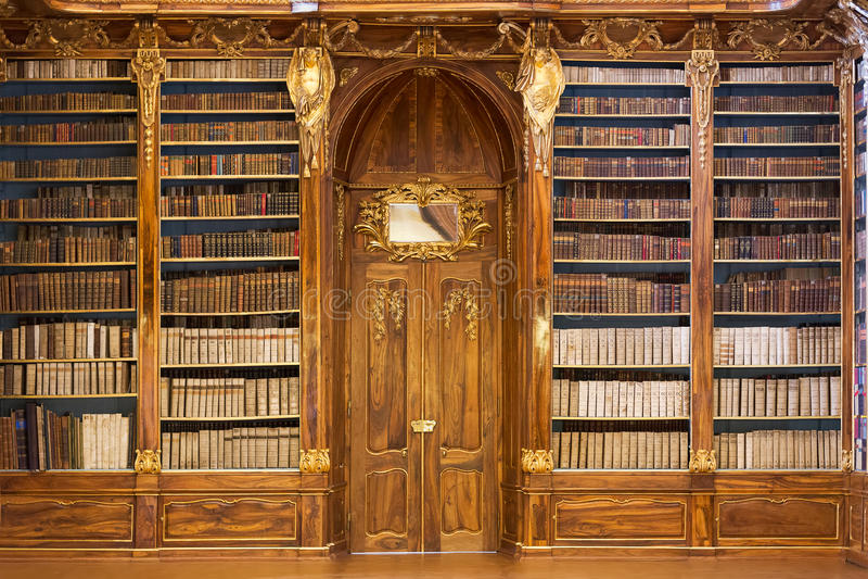 Hall philosophique de la bibliothèque de monastère de Strahov photos libres de droits