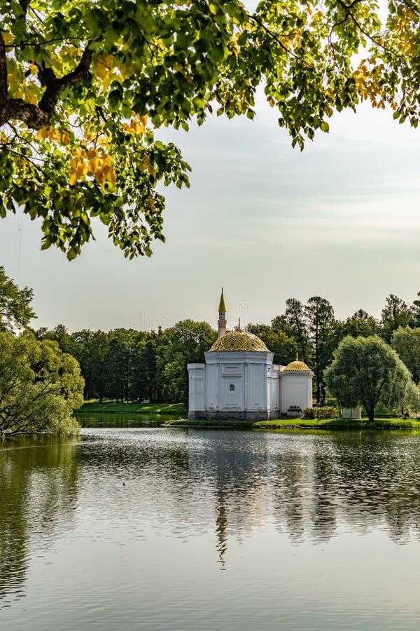Hall Turkish Bath i Pushkin, Ryssland Paviljong i parkera royaltyfri fotografi