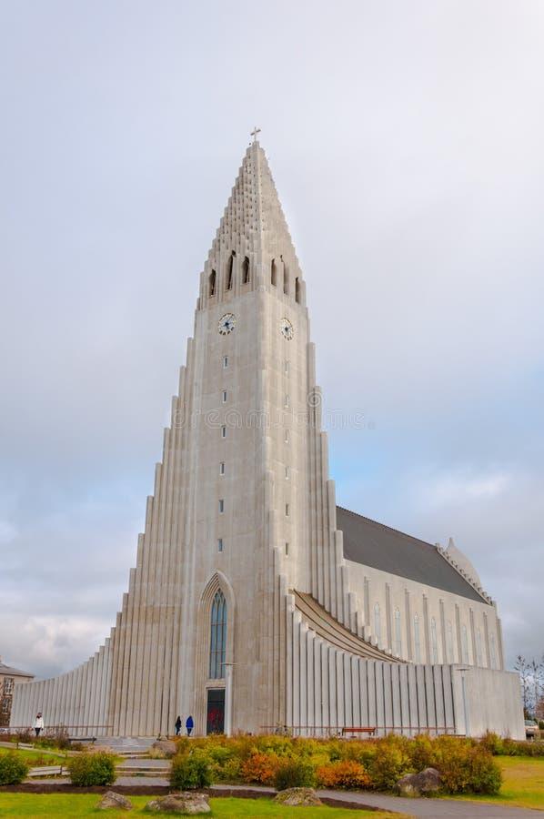 Hallgrimskirkja domkyrka i Reykjavik, Island royaltyfri fotografi