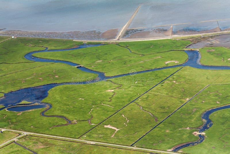 Hallig Hooge, flygbild av den Schleswig-Holstein Wadden havsnationalparken royaltyfria bilder