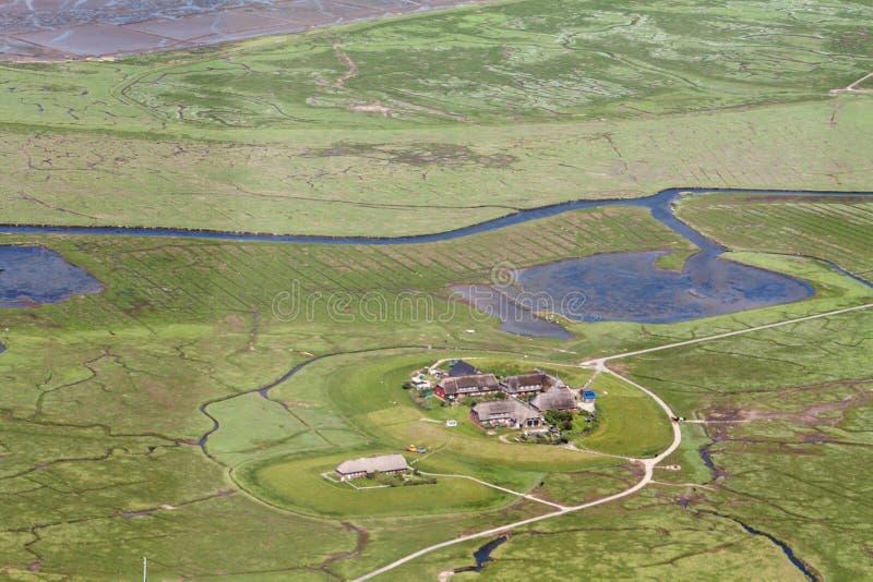 Hallig Hooge, flygbild av den Schleswig-Holstein Wadden havsnationalparken royaltyfri fotografi