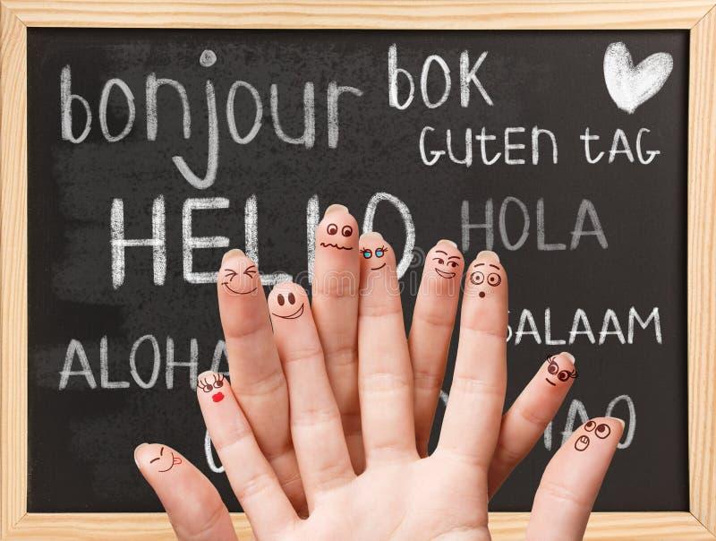 Hallo in den verschiedenen Sprachen auf Tafel lizenzfreie stockfotos