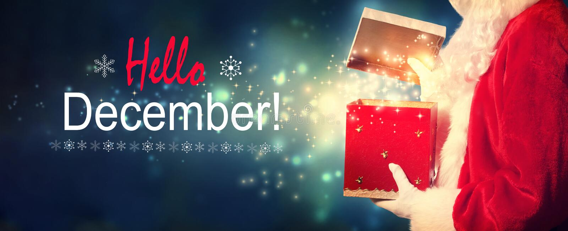 Hallo Dezember-Mitteilung mit Sankt, die eine Geschenkbox öffnet stockbild