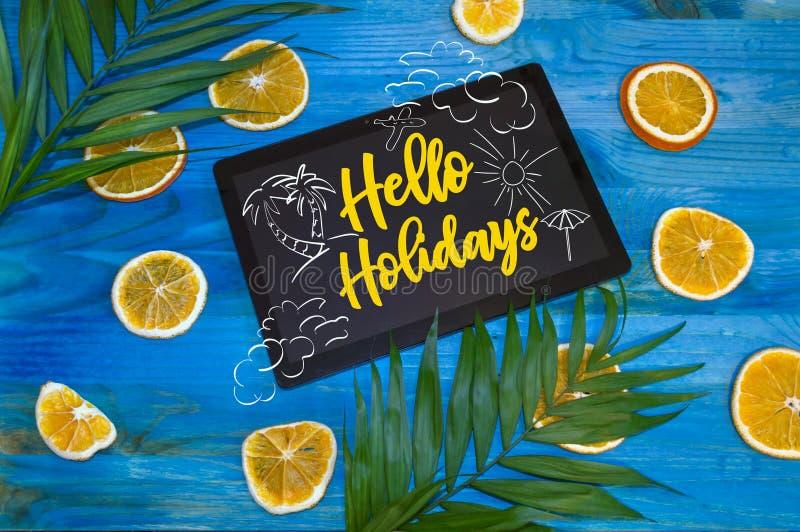 Hallo Feiertagskonzept mit Gekritzeln auf Tablette stockfotografie
