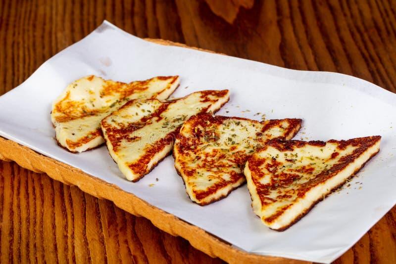 halloumi зажженное сыром стоковые изображения