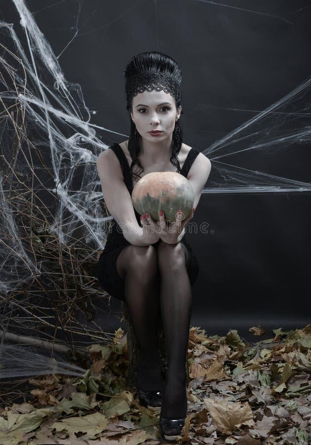 halloween Ведьма за волшебством стоковые фото