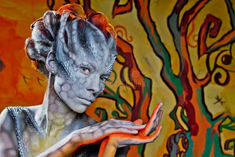 halloween Дракон женщины фантазии на улице стоковое фото rf