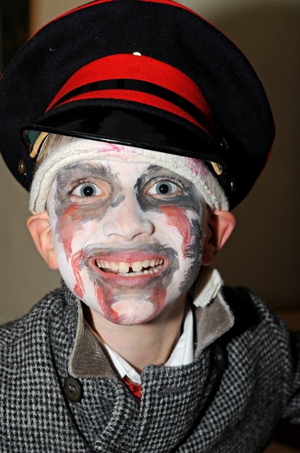 halloween одетьнный мальчиком вверх стоковое фото