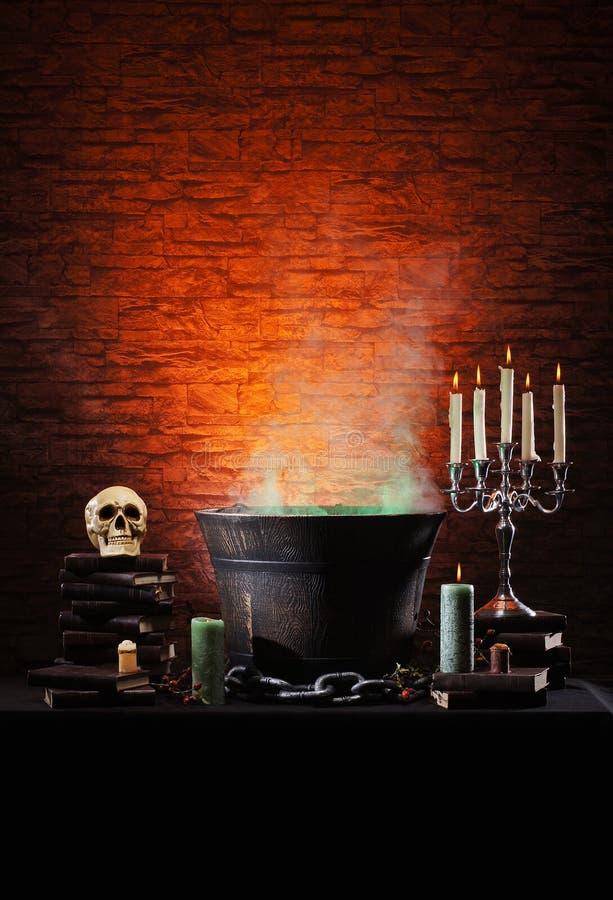 Halloween-achtergrond met heel wat elementen stock foto's