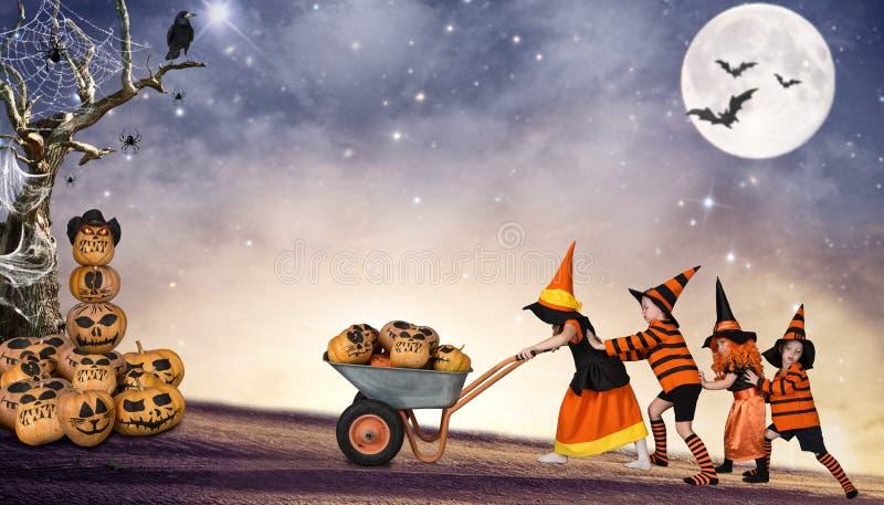 Halloween As crianças da noite são tomadas às tabernas do caminhão da floresta feericamente imagem de stock
