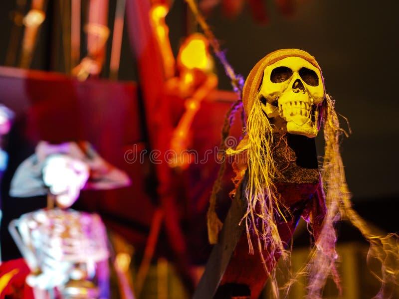 Halloween - barco pirata frecuentado en Front Yard fotografía de archivo