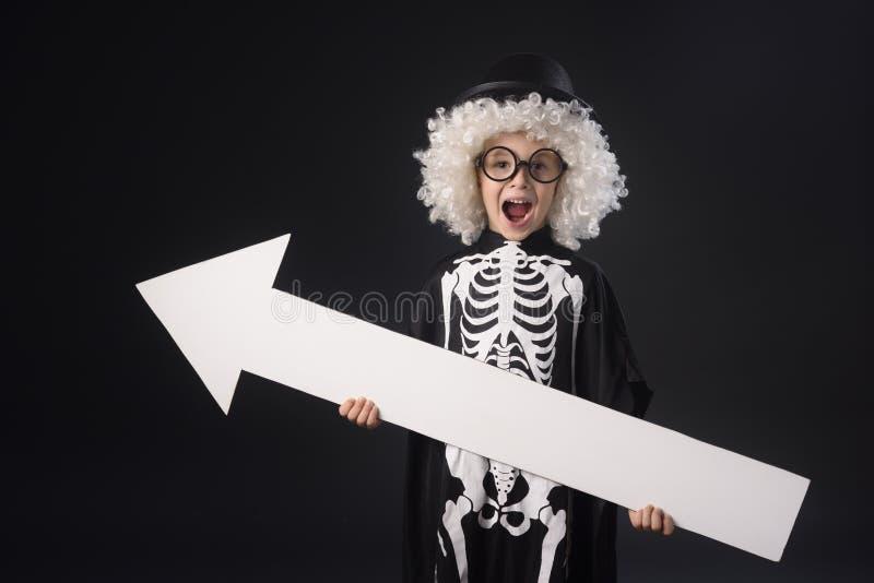 halloween Barn i dräkten för allhelgonaafton arkivbilder
