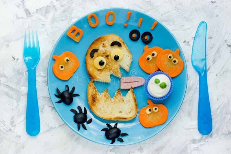 Halloween bawi się pomysły dla dzieciaków - potwór grzanka z banią, oli zdjęcia stock
