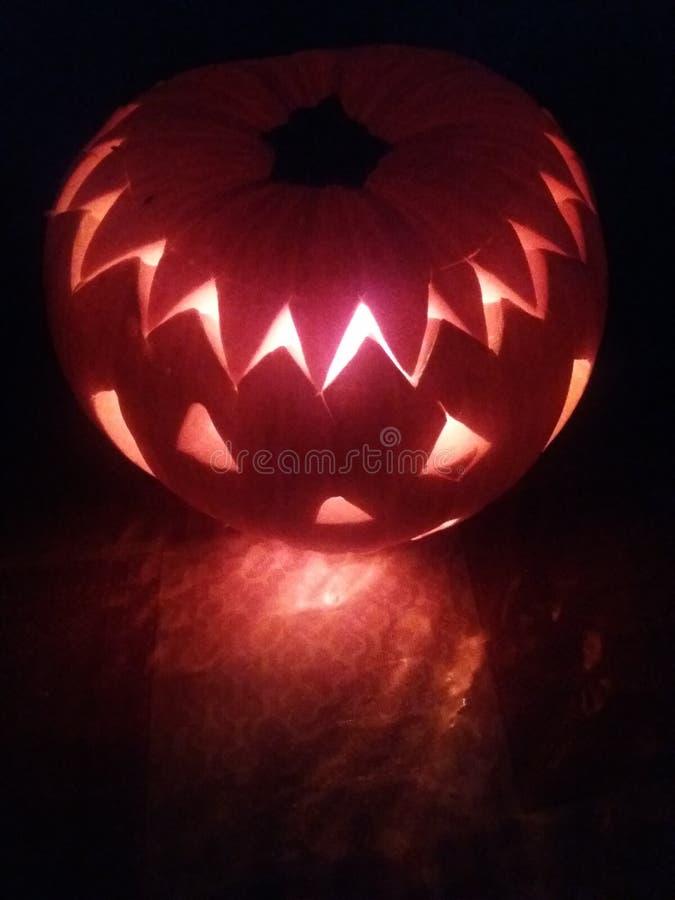 Halloween - calabaza tallada imagen de archivo