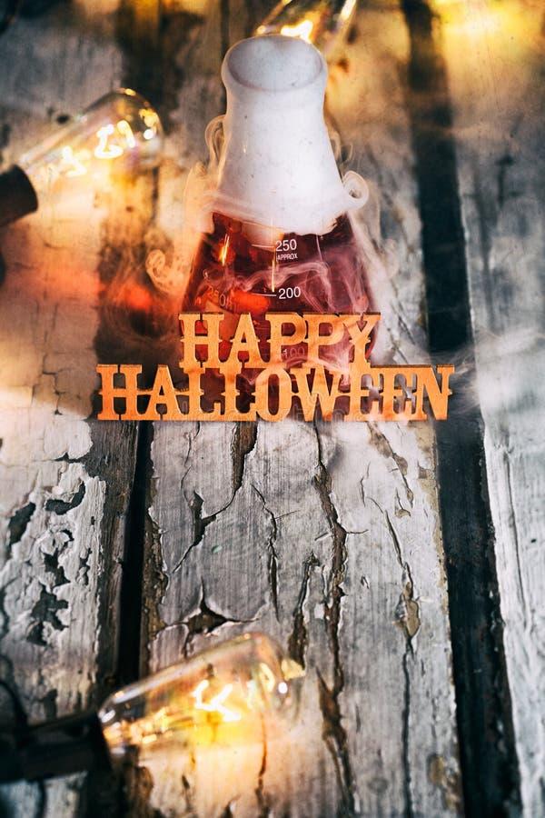 Halloween: Chemie Gelukkige Halloween Doorstane Achtergrond royalty-vrije stock afbeelding