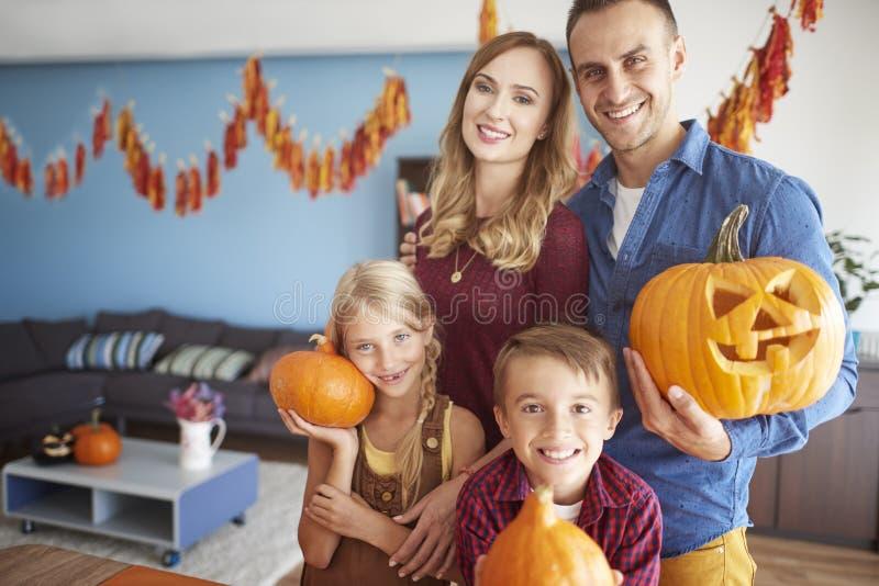 Halloween con la familia imágenes de archivo libres de regalías
