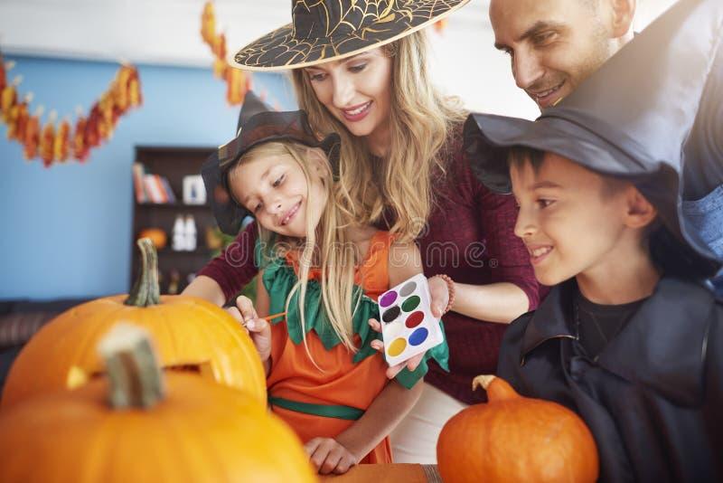 Halloween con la familia fotografía de archivo libre de regalías