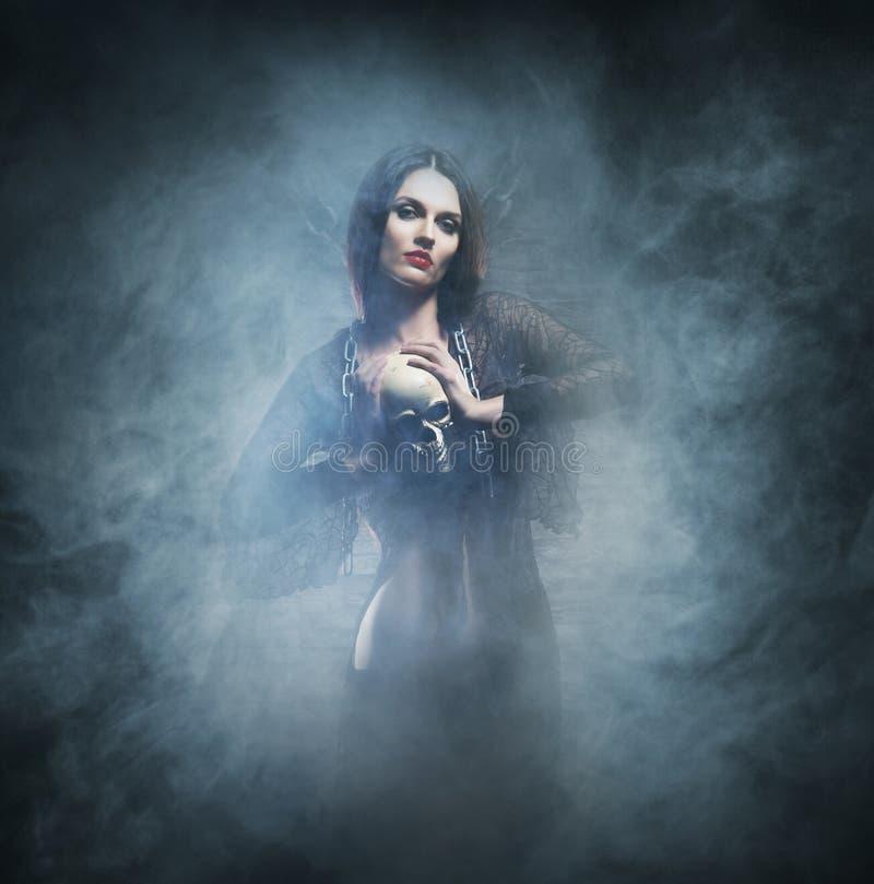 Halloween-concept: jonge en sexy heks stock afbeelding