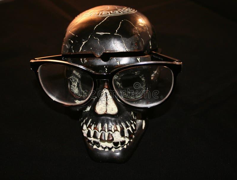 Halloween: cranio con i vetri fotografia stock libera da diritti