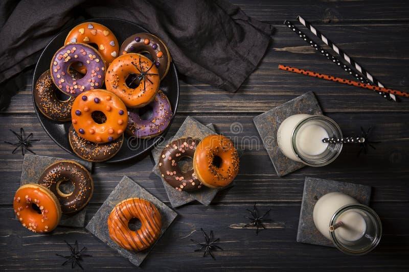 Halloween donuts stock afbeelding