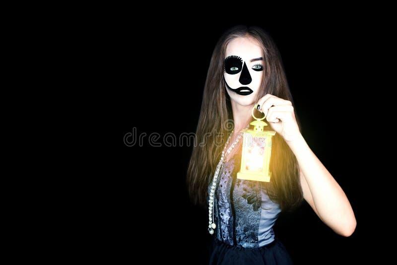 halloween Dziewczyna z latarką w jego ręce obraz stock