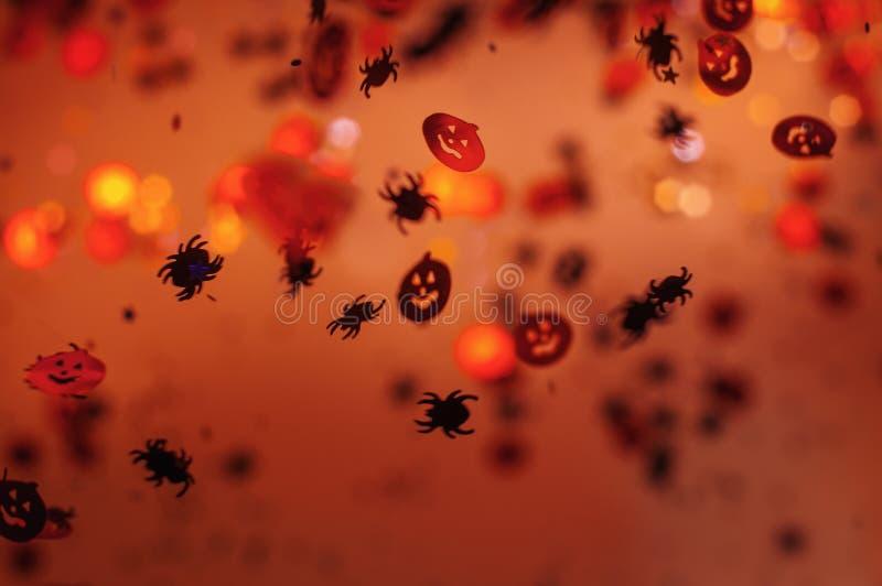 Halloween empañó el fondo con el foco selectivo fotos de archivo