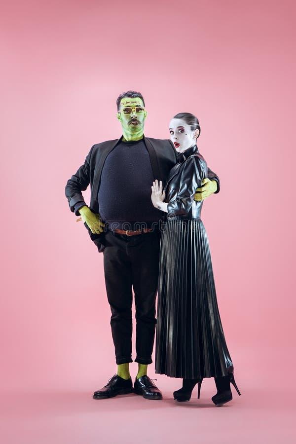 Halloween-familie Gelukkig paar in het Kostuum en de Make-up van Halloween stock foto's