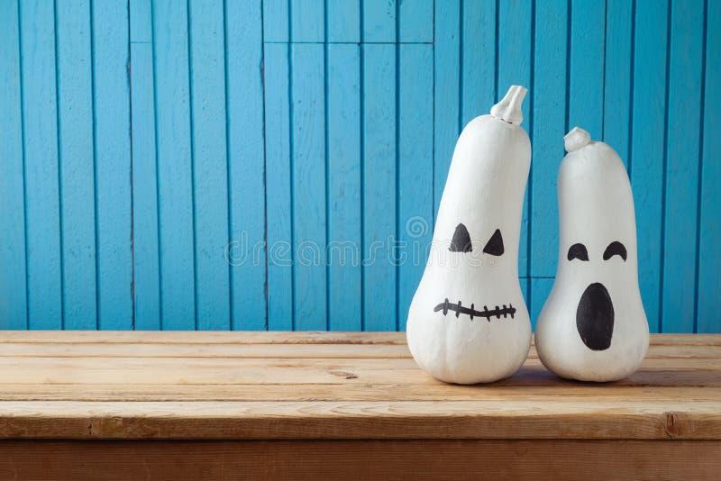 Halloween-Feiertagshintergrund mit Laternenkürbis der Steckfassung O stockbilder