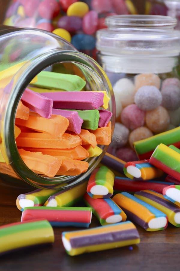 Halloween felice Candy in barattoli di vetro del farmacista immagini stock