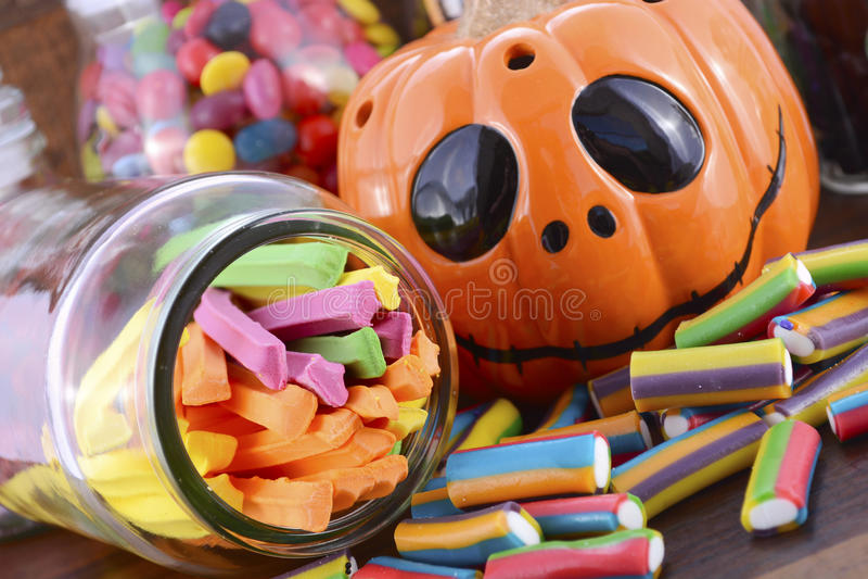 Halloween felice Candy in barattoli di vetro del farmacista fotografia stock libera da diritti