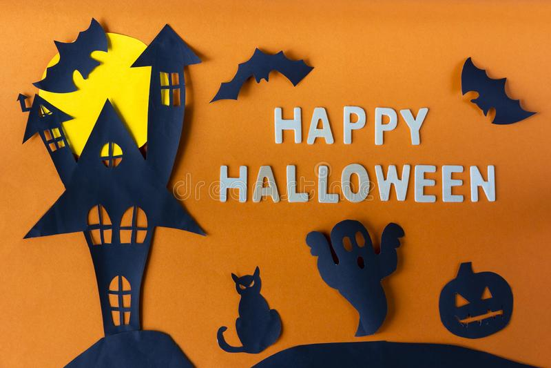 Halloween felice con il castello della casa e gatto nero e luna frequentati fotografia stock libera da diritti