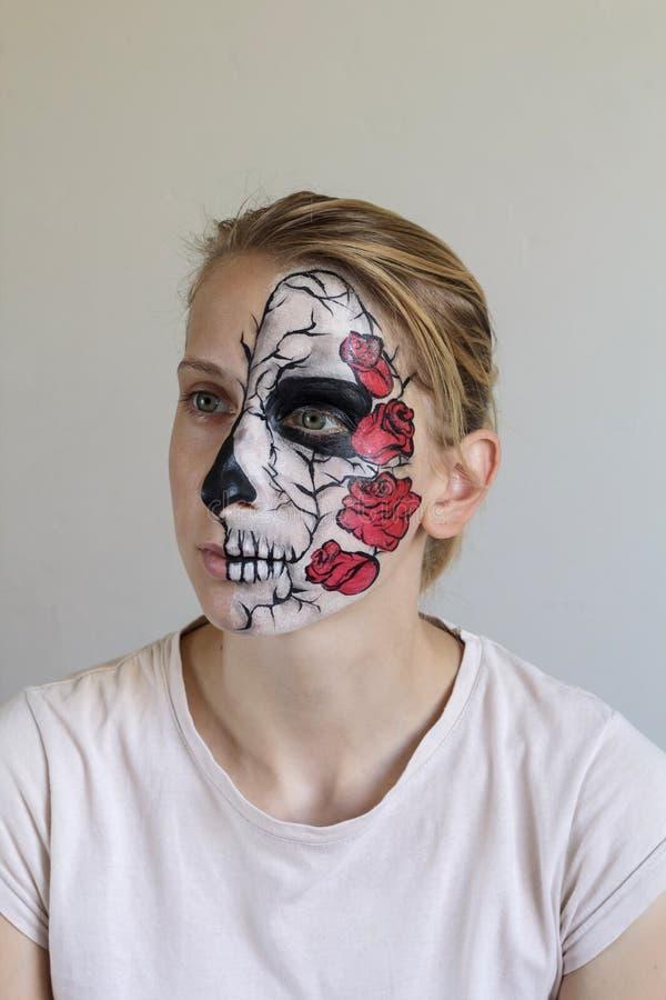 Halloween font face à la peinture image stock