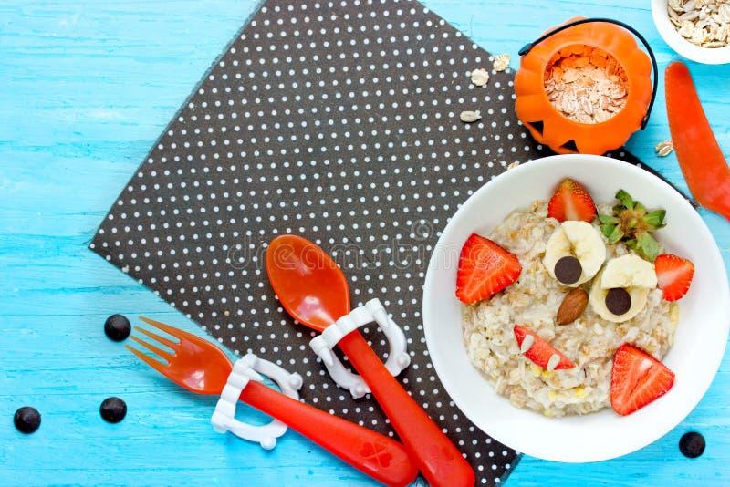 Halloween-Frühstück für Kindervampirshafermehl lizenzfreies stockbild