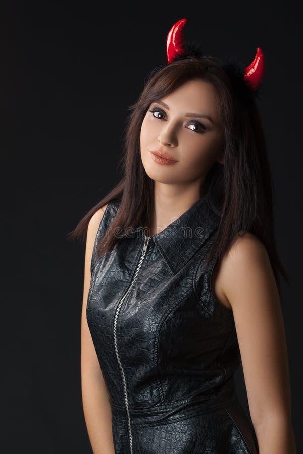 Halloween-Frauenporträt im Studio lizenzfreie stockfotografie
