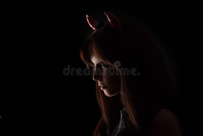 Halloween-Frauenporträt im Studio lizenzfreie stockbilder