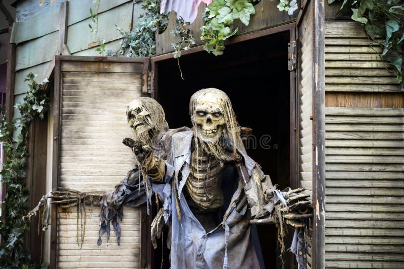 Halloween-Geist-Geisterhaus lizenzfreie stockfotos