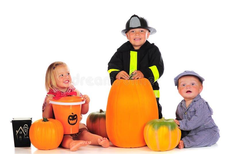 Halloween-Geschwister stockbild