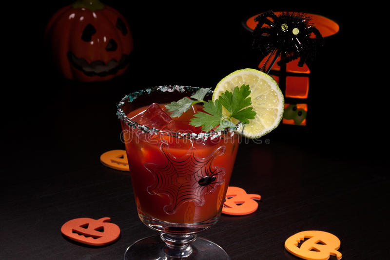 Halloween-Getränke - Bloody- Marycocktail stockbild