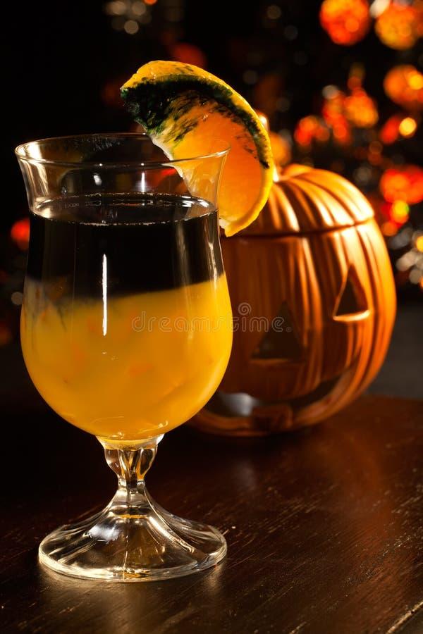 Halloween-Getränke - faules Kürbis-Cocktail stockbild